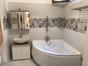 Belvárosi lakás fürdőszobájának gépészeti felújítása és burkolása