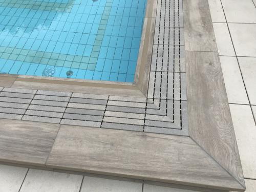 Elkészült úszómedence