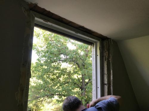 Bukó-nyíló ablak tokbeállítása