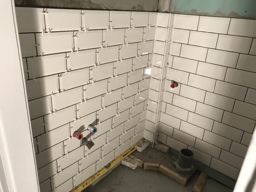 WC falburkolat