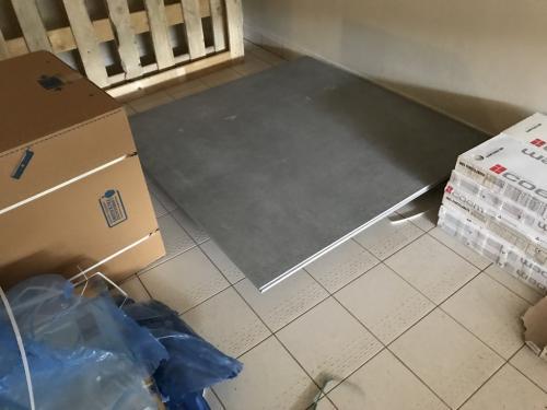 Nagy méretű padlóburkolat