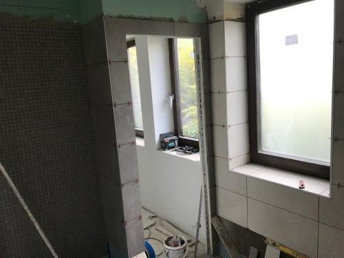 Földszinti fürdőszoba burkolása