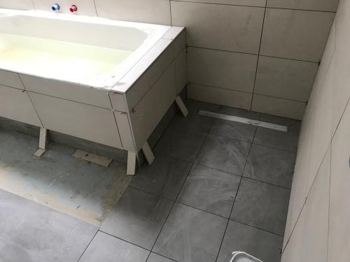 Fürdőszoba: kádburkolás