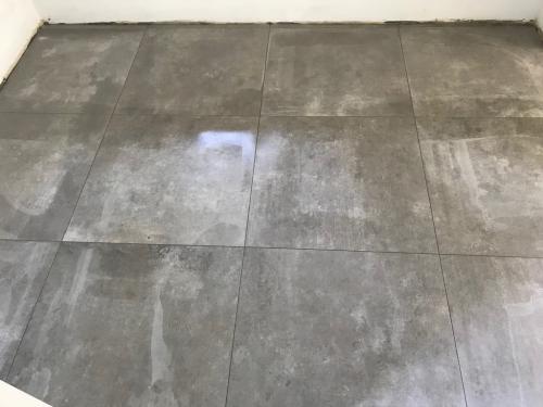 Konyha padlóburkolat: 75 x 75 cm
