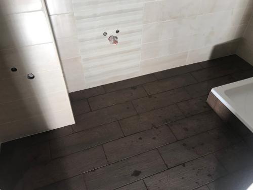 Elkészült fürdőszoba burkolat