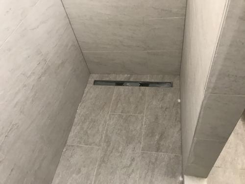 Kifugázott zuhanyzó
