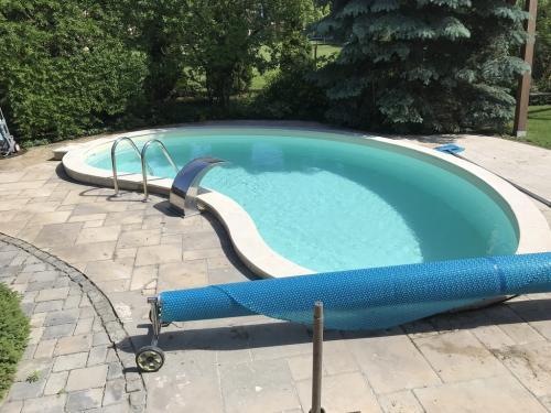 Kültéri fólia burkolatú úszómedence