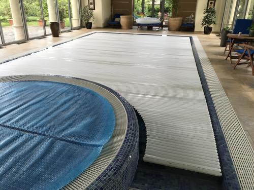 Beltéri úszómedence karbantartása