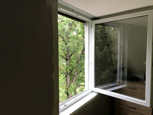 Bukó-nyíló ablak két rétegű üveggel