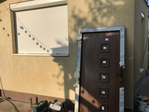 Bejárati ajtó dió színben