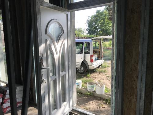 Bejárati ajtó üvegezéssel