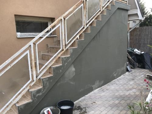 Lépcsőfal glettelése